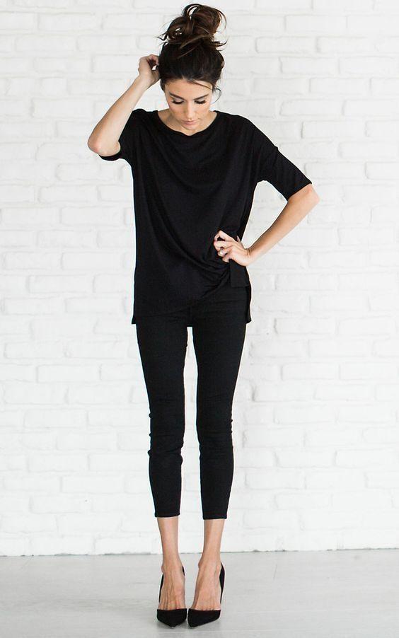 Los leggings ya son prendas obligadas en el clóset de toda chica, y es imperdonable que entre toda esa colección no tengas al menos unos negros. Son la cosa más básica, versátil y genial que se ha inventado.