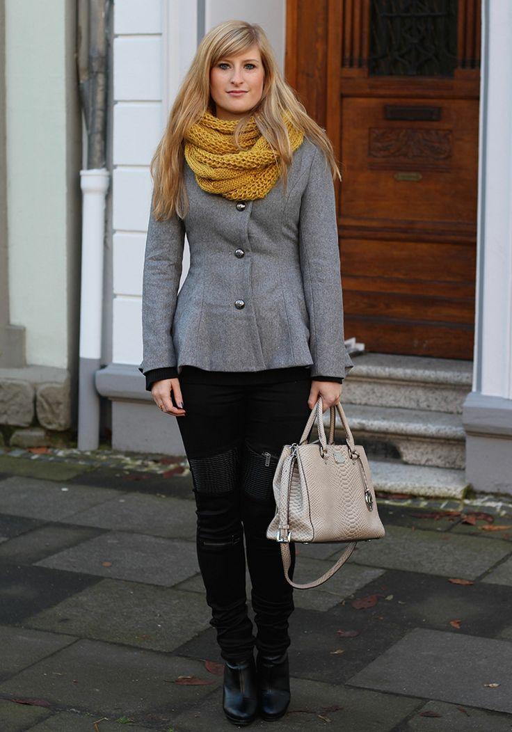 Fashion Blog Graue Jacke Michael Kors Tasche Rundschal