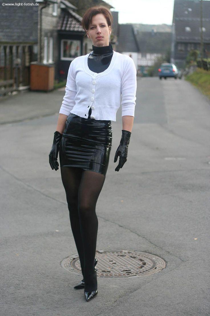 Pantera Outdoor In Black Latex Mini Skirt Black Shiny