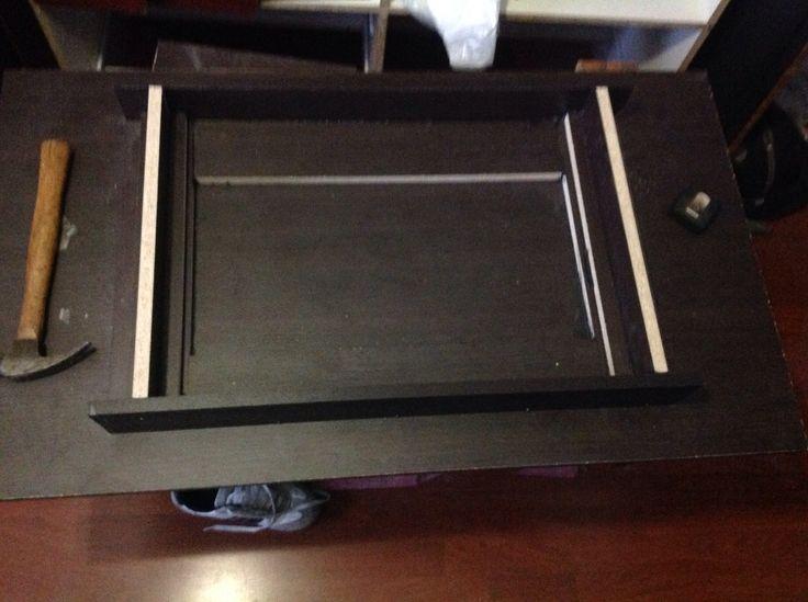 Estoy haciendo una mesa de centro, en la cual tendrá un pequeño macetero en medio, con un cristal arriba, haber que tal nos quedamos!