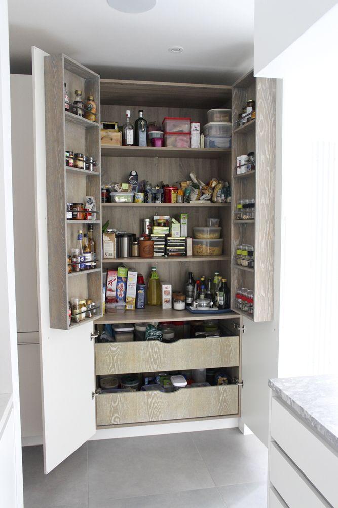 les 19 meilleures images propos de rangement cuisine placard balais sur pinterest. Black Bedroom Furniture Sets. Home Design Ideas