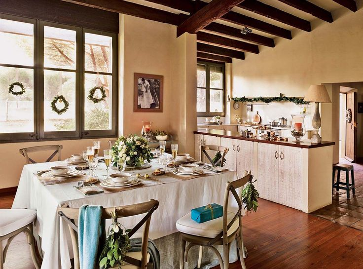Spanish country house adorned with natural Christmas decorations