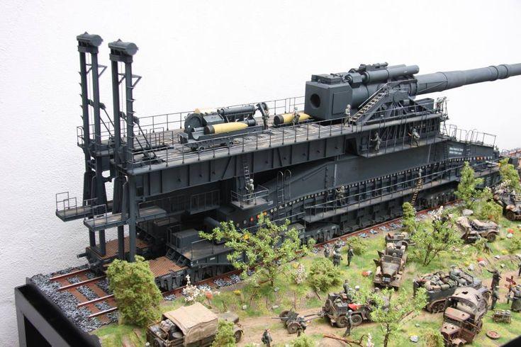 Eisenbahngeschütz Dora 1:35 wurde nur einmal auf der Krim eingesetzt.In den letzten Kriegstagen wurde das Geschütz von Hamburg nach Grafenwöhr gebracht.