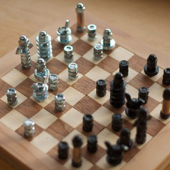 This chessboard was made from scratch, including the cute pieces ! Find out how and make it yourself !