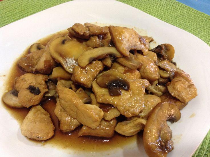 Hoy pollo, champiñón y soja  http://lunitayosito.blogspot.com.es/2015/02/pollo-champi-y-soja.html