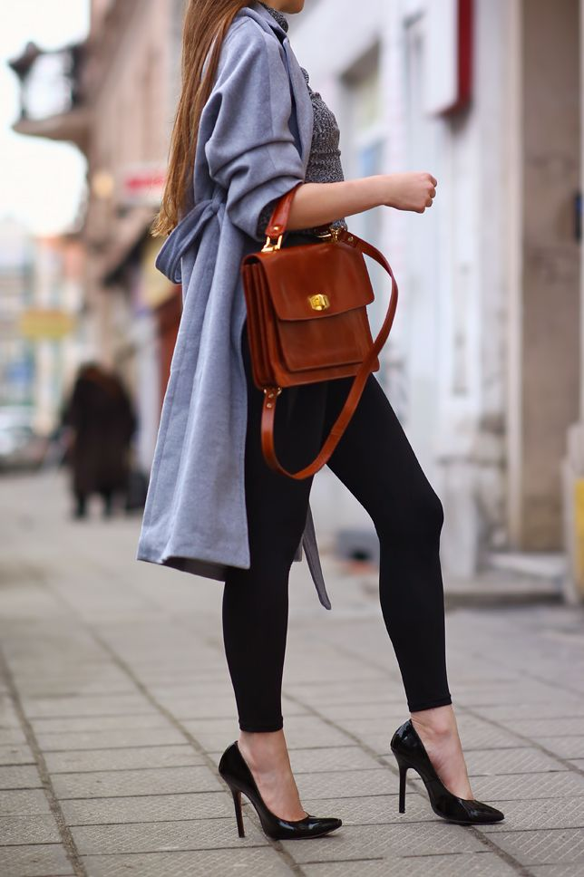 ...help! I have nothing to wear! - kobiecy blog o modzie: Szary długi płaszcz, sweter z golfem, czarne legginsy i brązowa torebka