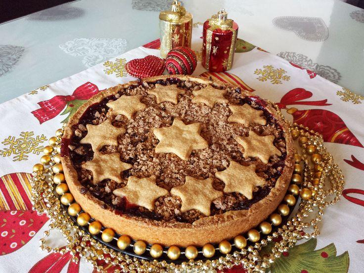 Una crostata davvero speciale con amarene cioccolato e amaretti, una vera bontà. Provatela!!
