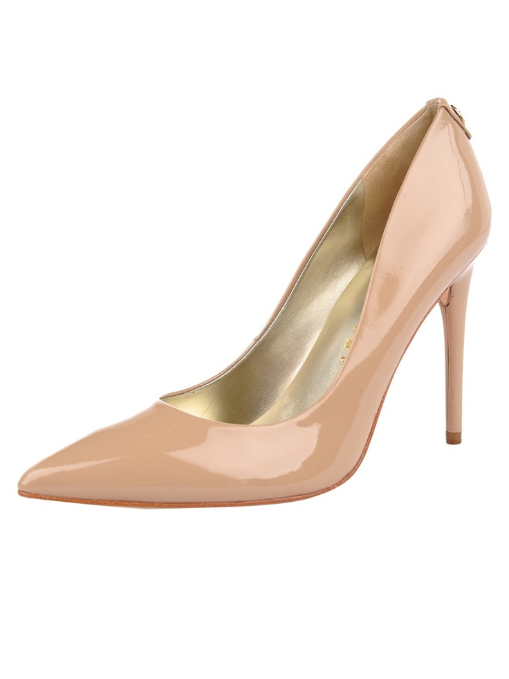 The perfect pump in the perfect color! Gotta have them! Ivanka Trump, Ivanka