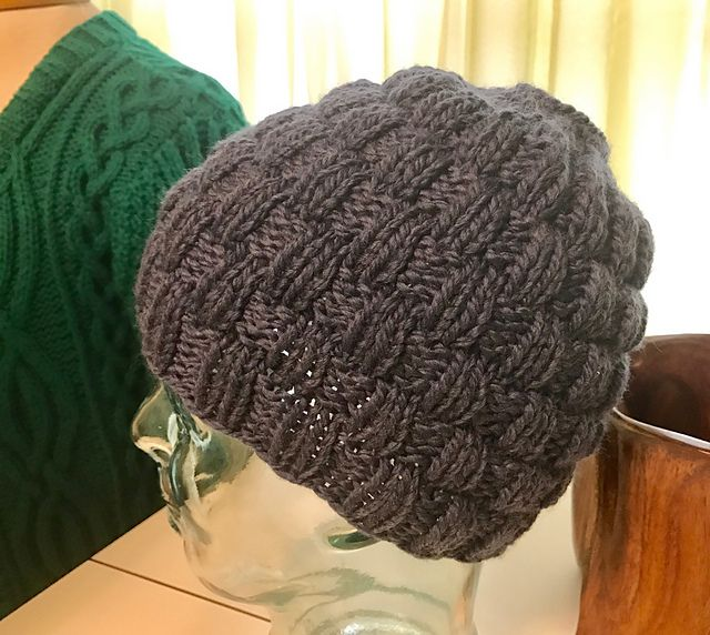 Knit Hat Pattern Ponytail Hole : 17+ best images about knit/crochet on Pinterest Free ...
