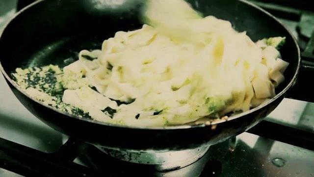 Primer video de Natalio Remolacho. Pastas caseras con pesto de brócoli.