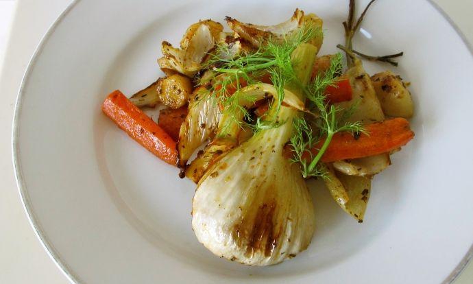 Teplý salát z pečené kořenové zeleniny s fenyklem