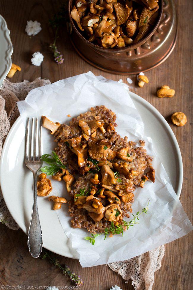 Placki z kaszy gryczanej z kurkami, buckwheat groats fritters #placki #fritters #gryka #buckwheat #kurki