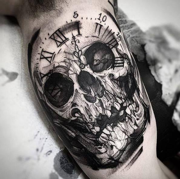 Blackwork skull tattoo by Fredão Oliveira