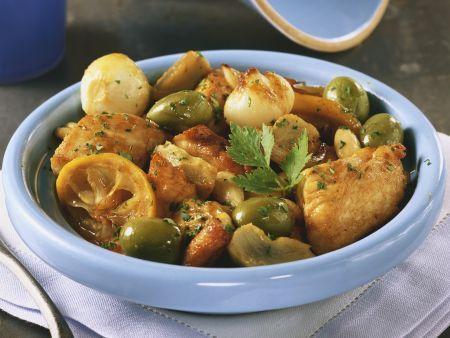 Tajine mit Hähnchen, Oliven, Artischocken und Zwiebeln