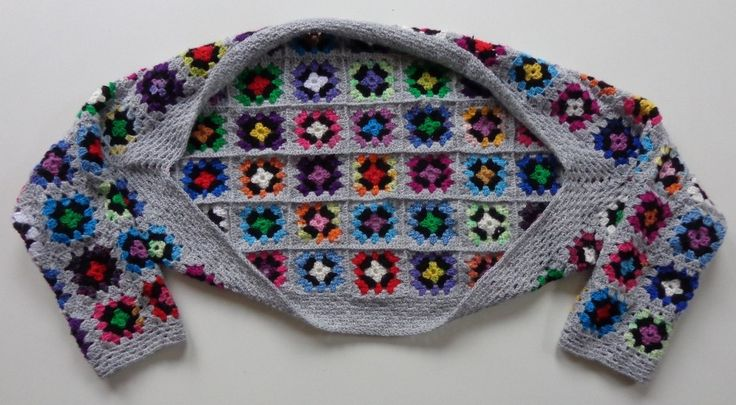 Granny Square Shrug Tutorial - via the Dutch blog Gingini Tutorials. Google Translate does a nice job, as well as the 'chart' pic.