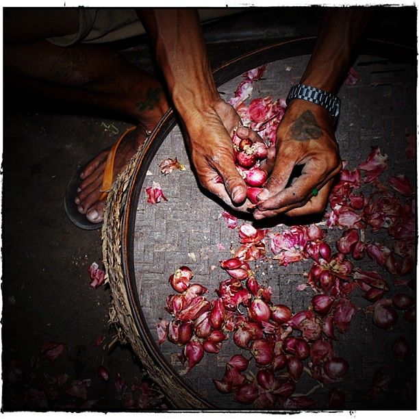 Working hands Tabanan traditional market