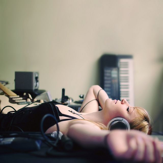 another of the same girl listening to music through headphones on bed | Flickr - Fotosharing!