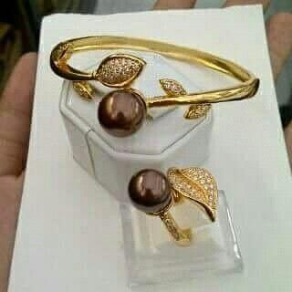 Gelang dan cincin mutiara lombok Pesan Add Bbm : D6AB777F Sms/ tlp. : As 082337322501/ IM3 085785304765 Wa. : Tri 08990127841 NB: Bila anda ragu jangan membeli dulu. Cek dulu resi dan testnominalnya Bu #mutiara#mutiaralombok#mutiaralaut#mutiaratawar#fashion#perhiasan#rhodium#elegant#allstyle#wisata#senggigi#oleholehlombok#emas#kadoistimewa#wedding#gelang#cincin#alam#natural#pearl#gold#silver#sekarbela#