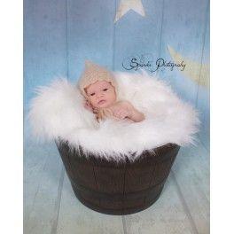 Gorro pixie en mohair color beige. Precioso y delicado gorrito pixie. Muy suave al tacto, con bonito calado de estilo clásico. Sólo talla recién nacido.