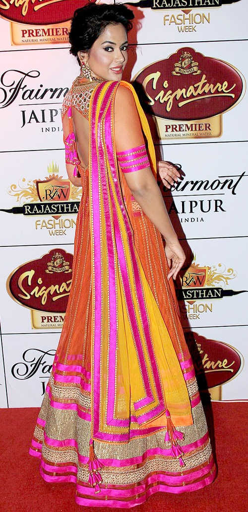 Sameera Reddy walks the ramp for Neeta Lulla's Fashion Show at RFW 2013