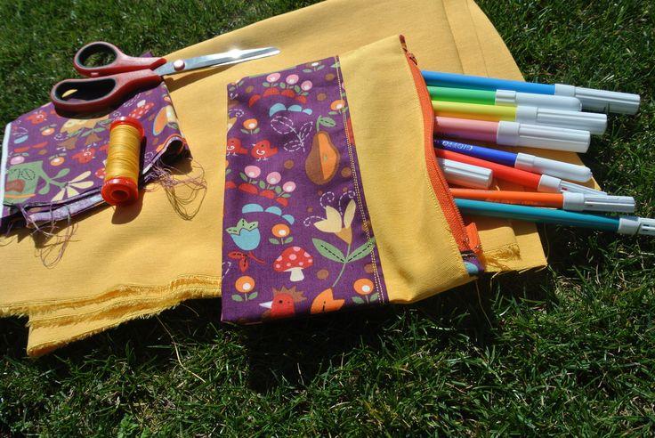 Astuccio di stoffa 18 x 10 cm.  I colori e le dimensioni possono essere modificate a tuo piacimento. Puoi portarlo sempre con te, è utile in diverse occasioni!