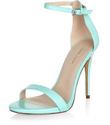 Chaussures en cuir vert menthe à talons et brides de cheville