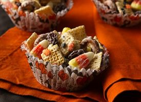 This is so good! Makes a good football tailgating snack: Halloween Chex, Chexmix, Halloween Parties, White Chocolates, Candy Corn, Halloween Snacks, Halloween Treats, Chex Mixed, Parties Mixed