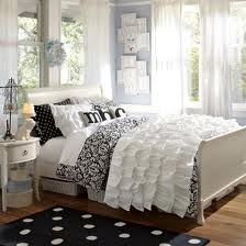 Google Image Result for http://www.roverhomes.com/wp-content/uploads/2012/02/simple-bedroom-designs-for-teenage-girls-polka-dot.jpg