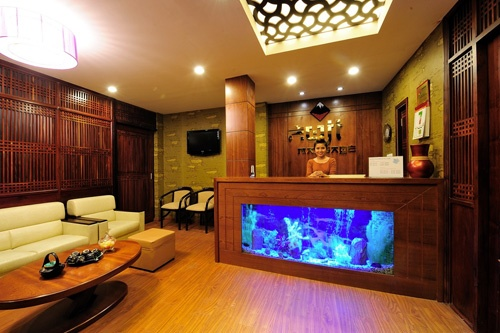 1000 images about luxury fish tanks on pinterest for Luxury fish tanks