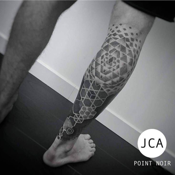 Geometric and dotwork, to Le point noir, private tattoo workshop in Saint Chamas, France.