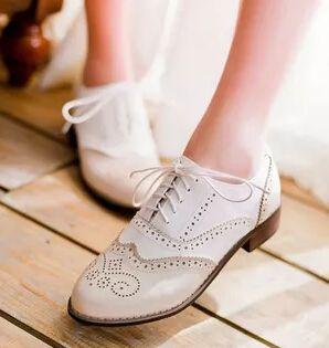 Hot Sale esculpido estilo britânico Oxford Shoes para as mulheres moda plano Lace Up Brogue sapatos Ladies Casual primavera e outono sapatos baixos