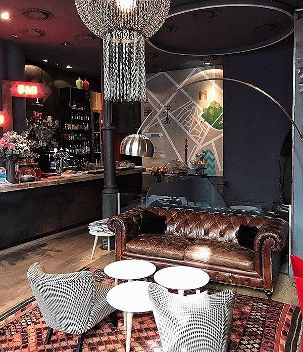 obby Lounging  teatro y cerveza artesana esta noche a las 20.00 ⚡ Ven a vernos https://www.chicandbasic.com/hotel-barcelona-born  #lobby #hotel #bar #chesterfield #chesterfieldsofa #design #teatro #disfrutar #barcelona #chicandbasic #lowxury #travel #interiordesign