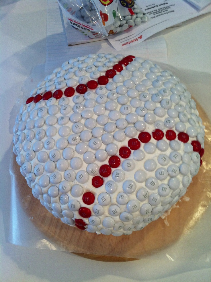 M & M baseball birthday cake! ... would be much easier than icing! @Alice Cartee Black @Sara Eriksson Snover