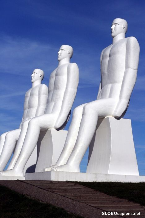 Esbjerg - the city by the sea at Jutlands West Coast - is the perfect place for large-scale and unique art.  Man Meets the Sea: The four, nine meter hign white men are stoically overlooking the harbour entrance of Esbjerg. The monumental sculpture was created by Svend Wiig Hansen and unveiled in 1995.