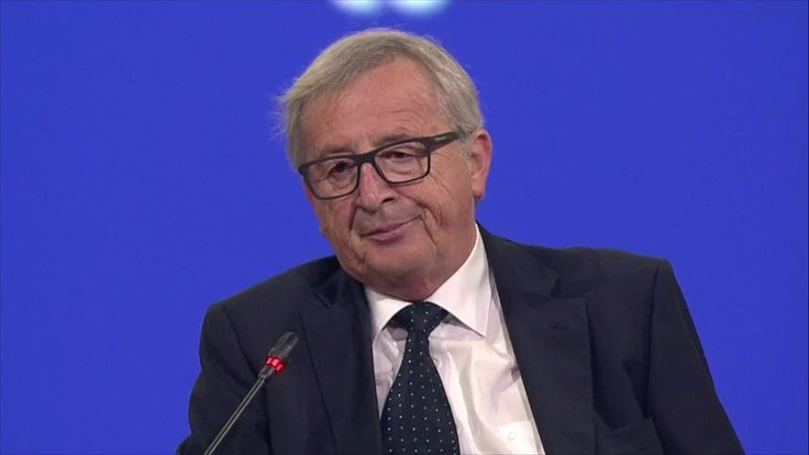 """Pressure is building on Commission President Jean-Claude Juncker to resign following the UK referendum, but also over the need to """"change the habits"""" of his way to run the EU executive over the last two years."""