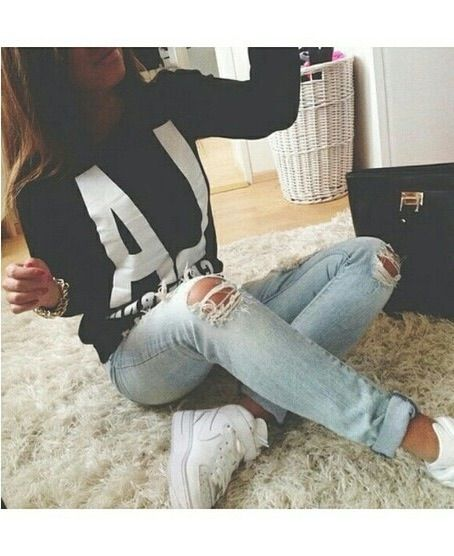 Image via We Heart It #cute #fashion #girl #heart #jumper #