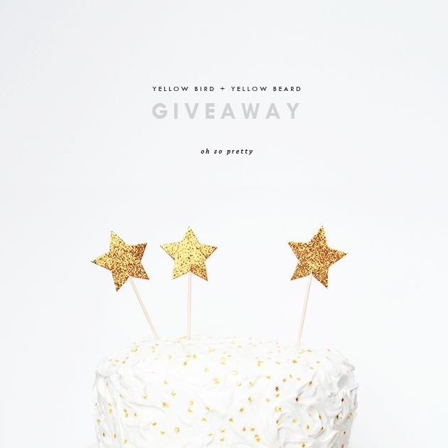 Cute glittery star cake toppers - easy DIY with cocktail sticks and glitter paper