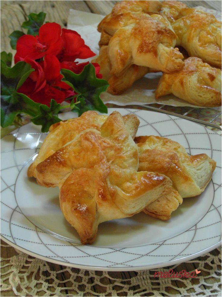 Sajtos szélforgók leveles-vajas tésztából