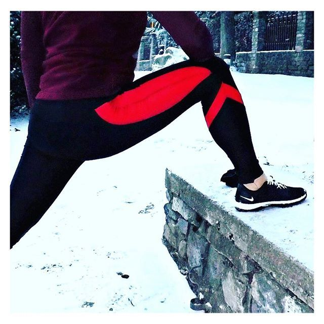 Pre-run stretch to waken up the body ❄️ wearing the Streamline Leggings #akafit #lookfitgetfitbefit #itsalifestyle #bodylove ---  www.akafit.co.uk