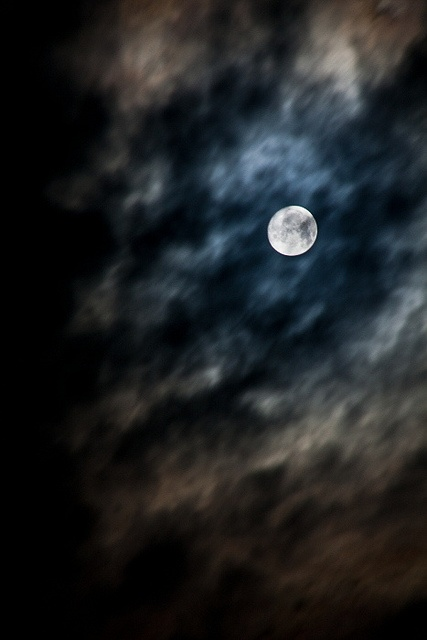 2 days before Fullmoon by Dolkin, via Flickr