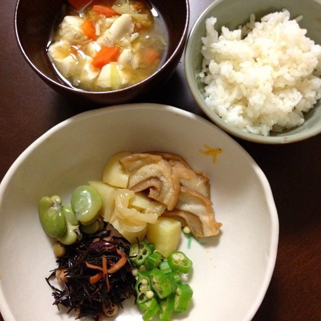 お麩じゃが アラメとお豆の煮物  キャベツと豆腐の味噌汁   。。。むすこ 1歳9ヶ月 - 8件のもぐもぐ - 4月13日 むすこ ごはん。 by kimidori153