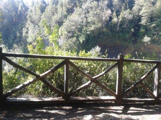 Cierre o baranda de madera vigas pinterest - Baranda de madera ...
