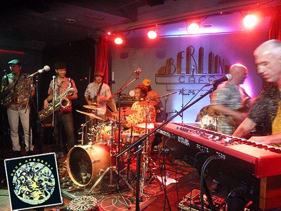 'Ogun Afrobeat' en el escenario del Café Berlín de Madrid.