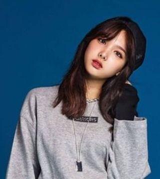 "What a smexy/beuautiful feed . The oldest. Mame is Im Nayeon Stage name is just : Nayeon Pronounced ""Nie Yoon"" Born on . . . @limnayeon_jyp #Twice #nayeon #dahyun #tzuyu #momo #sana #mina #jeongyeon #chaeyoung #imnayeon"