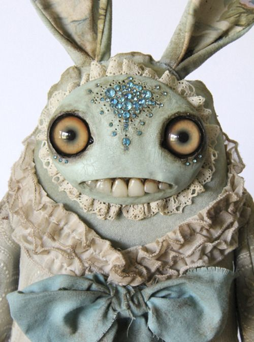 I've always had an aversion to those old fashioned dollies with teeth, but these are terrific! Check them out! - Artist Amanda Louise Spayd | Tumblr