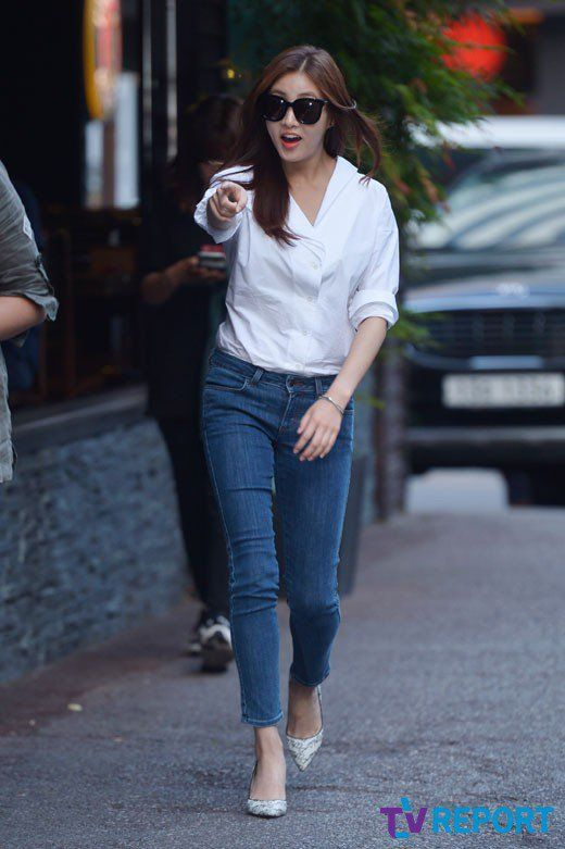 'Warm and Cozy' Kang So-ra stuns in her simple look with a white shirt and jeans @ HanCinema :: The Korean Movie and Drama Database