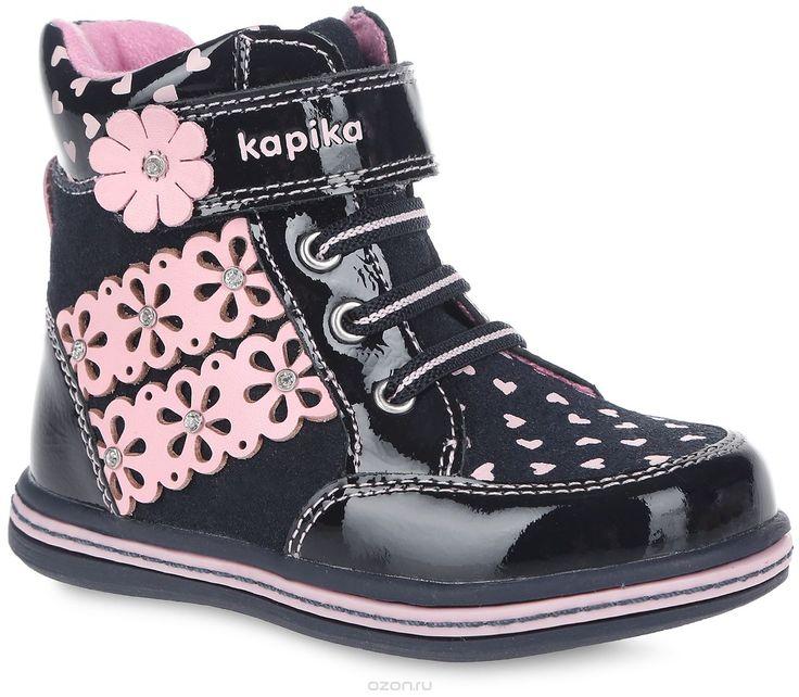 Ботинки для девочки. 5222552225Прелестные детские ботинки от Kapika заинтересуют вашу маленькую модницу с первого взгляда. Модель полностью выполнена из натуральной кожи различной фактуры. Ботинки оформлены оригинальным принтом с изображением сердец и нашивками с перфорацией в виде цветков, украшенных стразами. Модель фиксируется на ноге с помощью удобной молнии. Объем регулируется хлястиком на липучке, оформленным названием бренда, и эластичными шнурками. Стелька из мягкого текстиля и…