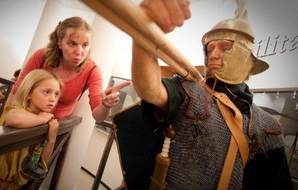 Het Limburgs museum neemt u mee op een verrassende ontdekkingstocht door de tijd van prehistorie naar heden. Het verhaal over de geschiedenis, tradities en leefstijlen wordt op eem aantrekkelijke manier verteld. Een modern museum, leuk voor oud en jong.