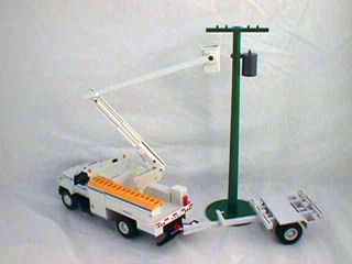 TNT: National Grid Die-Cast Bucket Truck with Accessories!