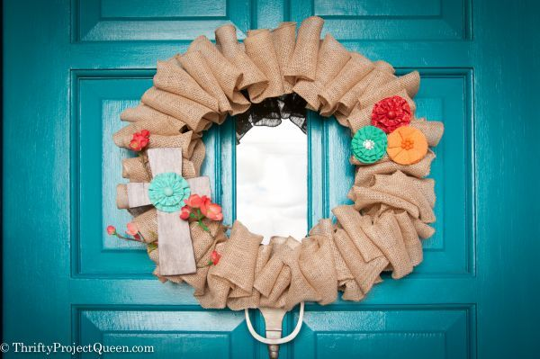 some great color accents on this burlap wreath. #falldecor